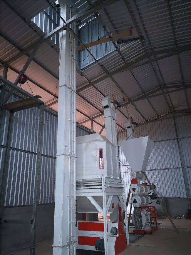 5T/H Poultry Animal Feed Pellet Production Plant Installation In Ecuador